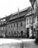 """Wir kommen um 1975 und 2017 von der """"Rosenstraße"""" und gehen zur """"An der Weiße"""". In der Mitte des Vergleiches sehen wir das um 1540 erbaute Waidhaus."""